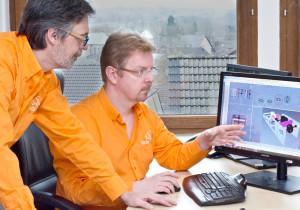 Martin Schneider und Peter Elsen diskutieren die Konstruktion