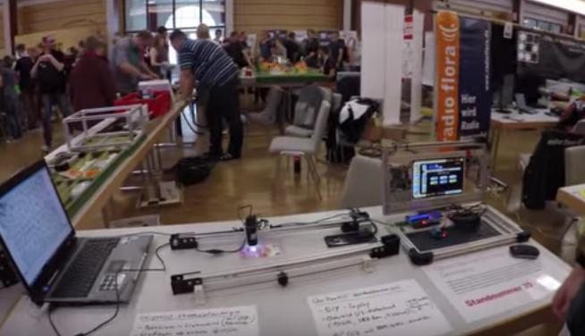 Der OSEG-Stand. Im Vordergrund der USB-Mikroskop-Slider und das DIY-LapTop