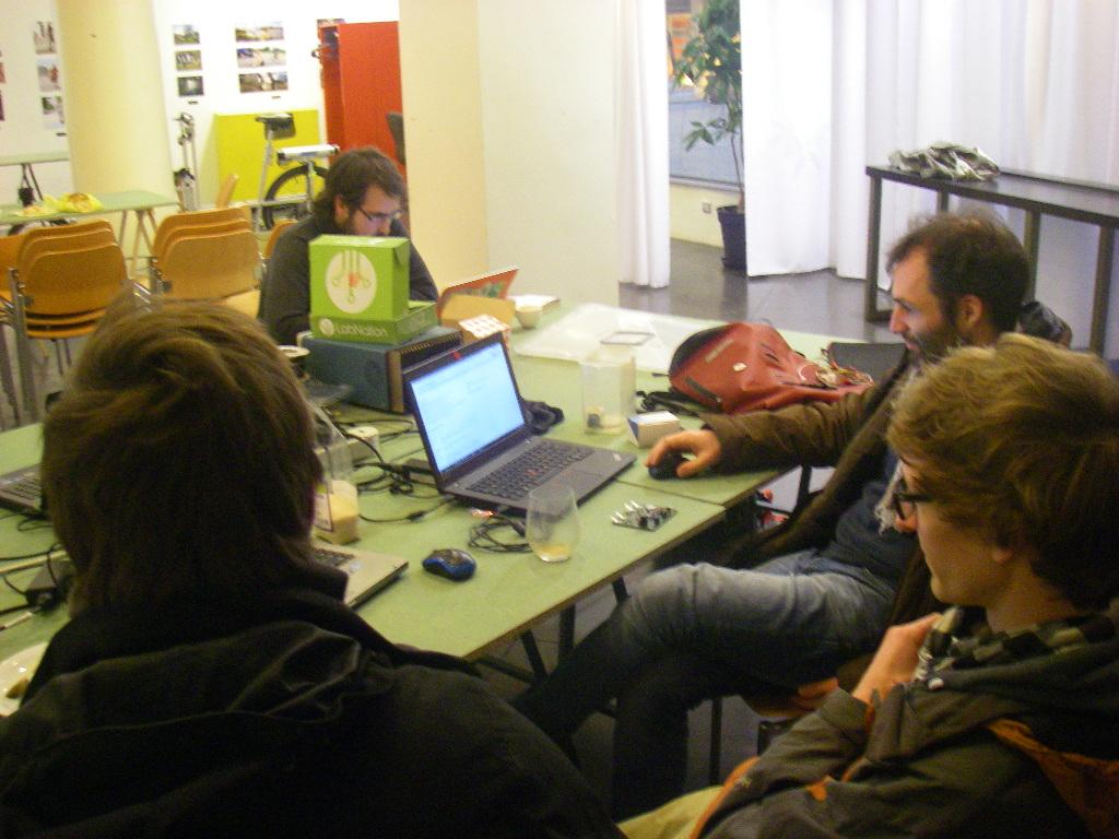 Konzentriertes arbeiten am OpenEnergy-NanoGrid-Konzept