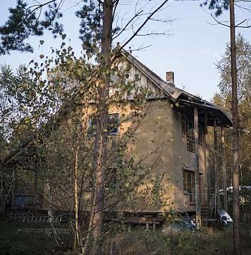 Dieses Haus wurde ausschleisslich mit Materialien aus der näheren Umgebung gebaut !!!