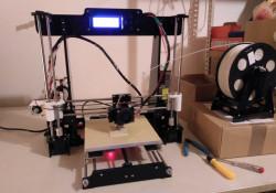 Der neue Anet A8 3D-Drucker beim ersten Testdruck.
