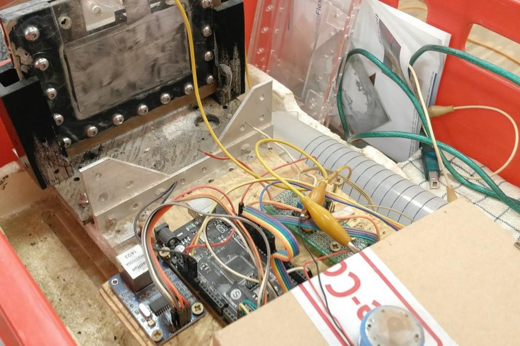 """Zink-Luft-Zelle: Zink wird """"verbrannt"""", d.h., oxidiert. Dabei wird Strom erzeugt."""