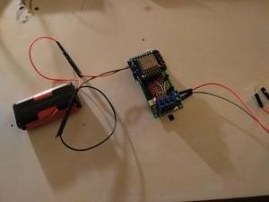 Standalone-Betrieb mit zwei 1.6V AA Einweg-Batterien ohne Solar, über einen separaten 3.3V Eingang.