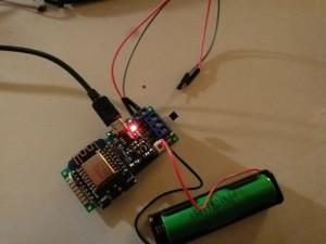 Standalone-Betrieb ohne Solar, nur an USB-Kabel, wobei aber der Li-Akku gleichzeitig mit aufgeladen wird.