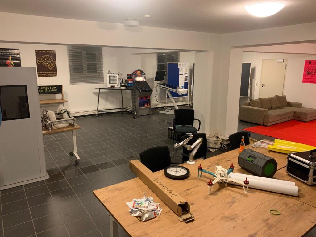 Die Räume kurzfristig mit diverser Maker-Technik auszustatten klappte erstaunlich gut, was zum Teil auch mit daran gelegen haben mag, dass einige der Akteure schon MakerFaire-erprobt sind.